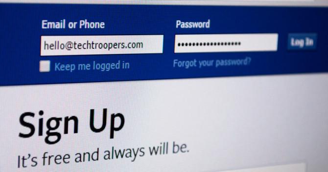 """Inloggningsrutan för Facebook. Det står """"Hello@techtroopers.com"""" i användarfältet. Lösenordsfältet är bara prickar."""