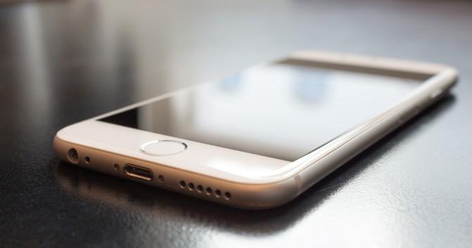 Närbild av en iPhone6 för att representera en bug i iOS som får telefonen att krascha