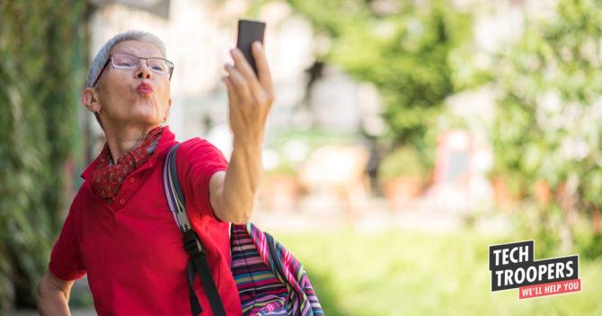 Senior senior selfie smartphone