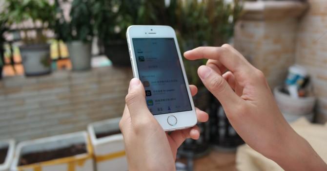 En mobiltelefon, iPhone, på öppna nätverk